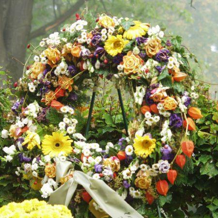 votre artisan fleuriste vous propose le bouquet : Couronne de deuil