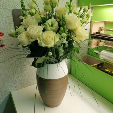 votre artisan fleuriste vous propose le bouquet : Bouquet du fleuriste ton blanc