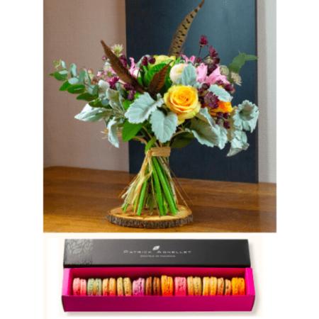votre artisan fleuriste vous propose le bouquet : Bouquet rond et macarons