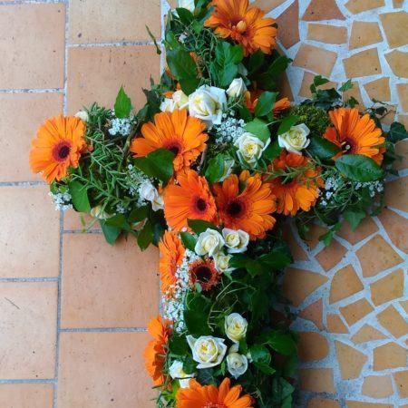 votre artisan fleuriste vous propose le bouquet : Croix Fleurie