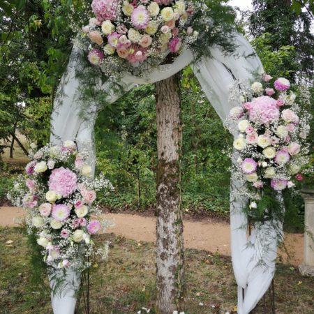 votre artisan fleuriste vous propose le bouquet : Arche Fleurie De Mariage