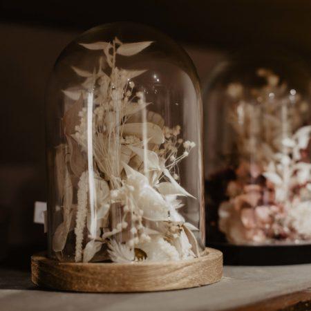 votre artisan fleuriste vous propose le bouquet : Cloche De Fleurs Séchées