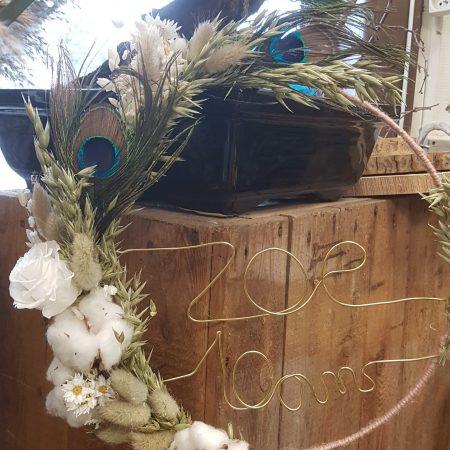 votre artisan fleuriste vous propose le bouquet : Couronne personnalisée à suspendre fleurs séchées