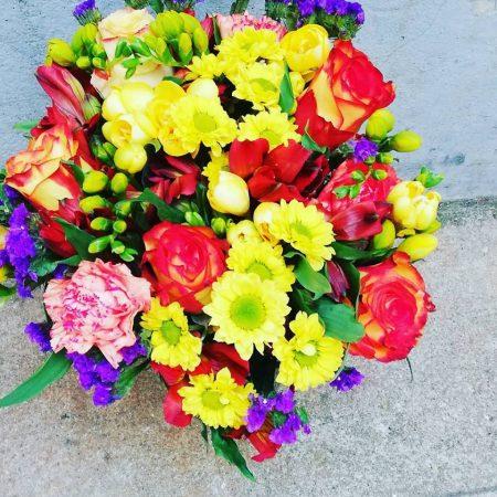 votre artisan fleuriste vous propose le bouquet : Bouquet couleurs