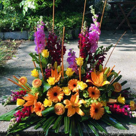votre artisan fleuriste vous propose le bouquet : Devant de tombe