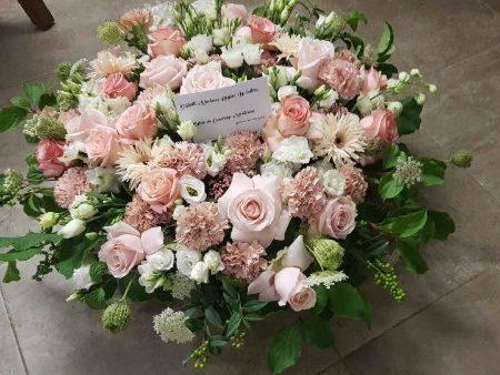 votre artisan fleuriste vous propose le bouquet : Coussin de Roses