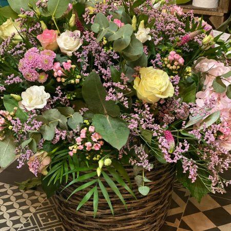 votre artisan fleuriste vous propose le bouquet : Panier de fleurs