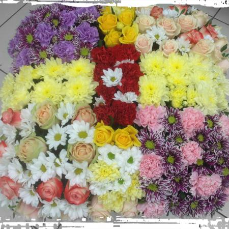 votre artisan fleuriste vous propose le bouquet : Coussin carré Deuil