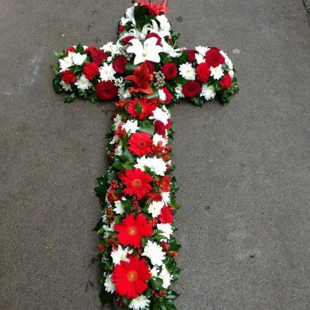 votre artisan fleuriste vous propose le bouquet : Croix deuil