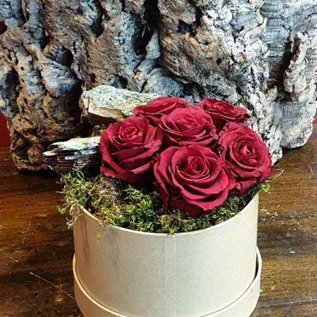votre artisan fleuriste vous propose le bouquet : Box Roses Eternelles