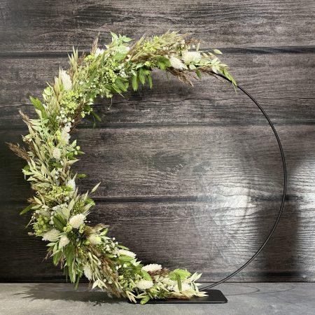 votre artisan fleuriste vous propose le bouquet : Cercle fleuri à poser