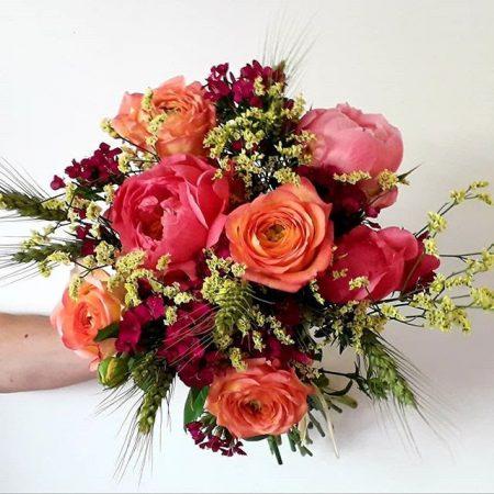 votre artisan fleuriste vous propose le bouquet : Bouquet rond de saison