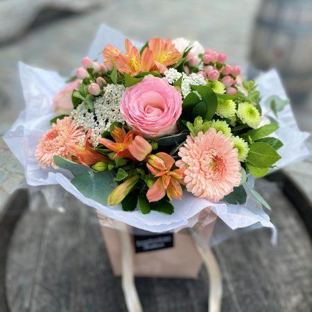 votre artisan fleuriste vous propose le bouquet : Bouquet rond - Fête des mères