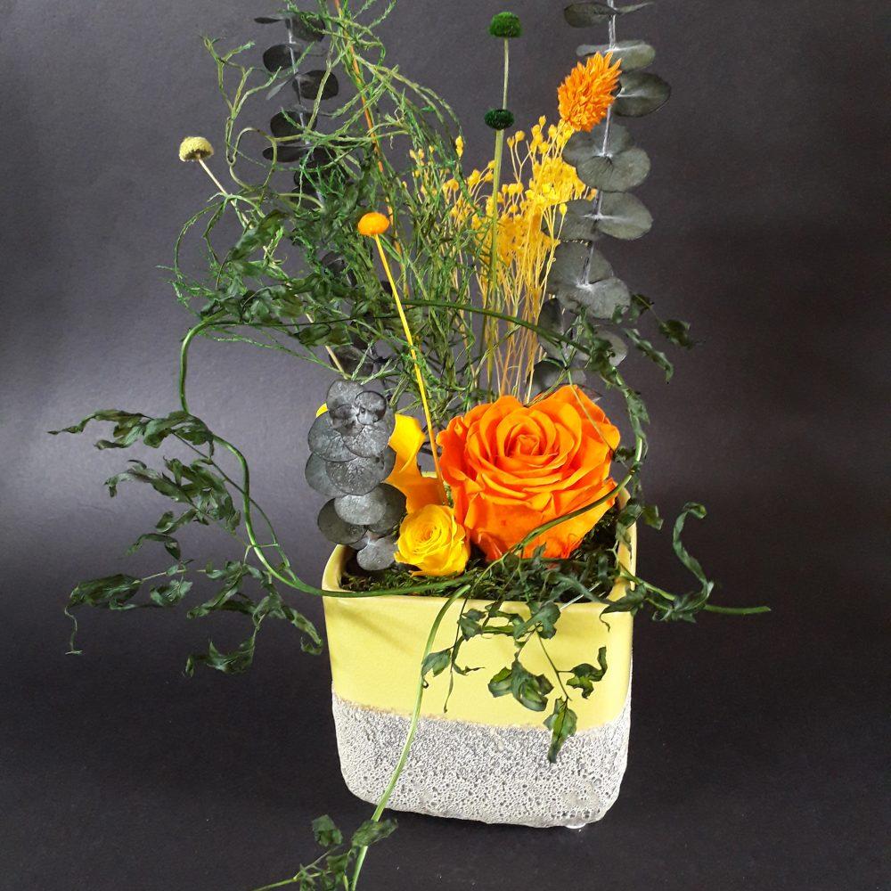 composition florale / vase en ceramique carre gm / a poser