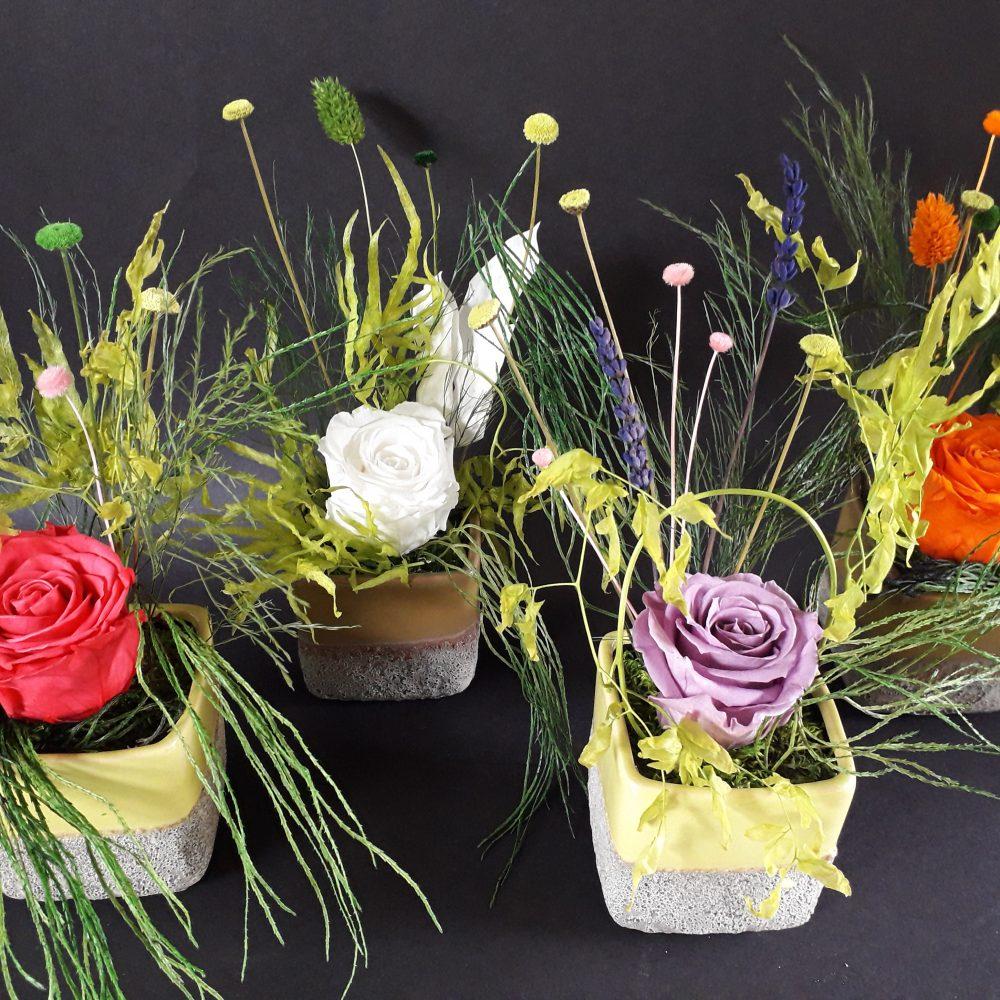 ccomposition florale / vase en ceramique carre pm / a poser