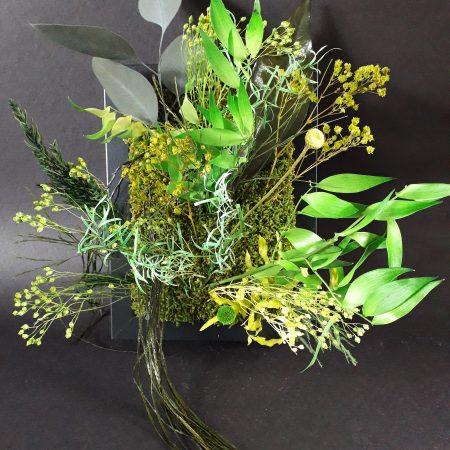 votre artisan fleuriste vous propose le bouquet : composition mini tableau / a poser ou a suspendre