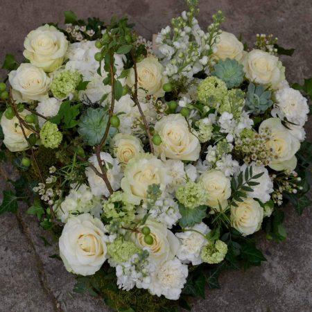 votre artisan fleuriste vous propose le bouquet : Coeur de deuil