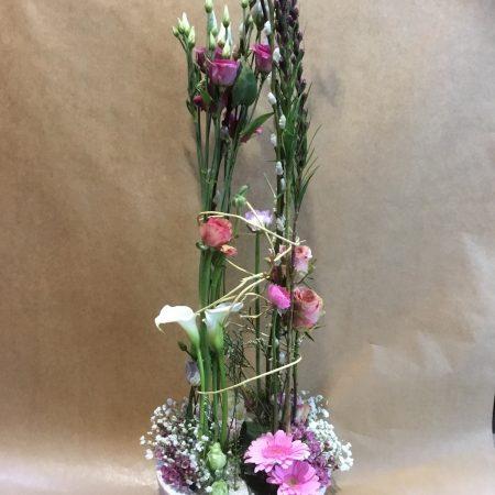 votre artisan fleuriste vous propose le bouquet : Composition piquée en hauteur
