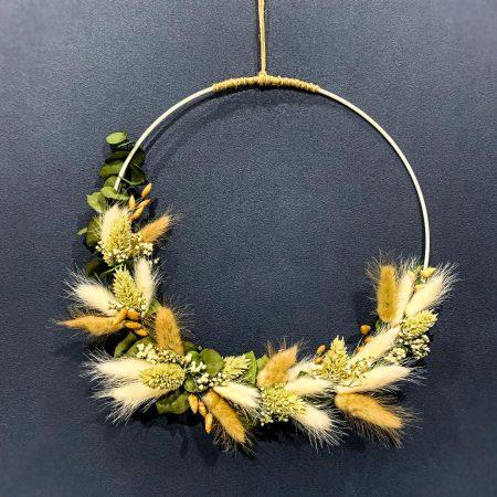 votre artisan fleuriste vous propose le bouquet : Couronne de fleurs séchées - Bohème