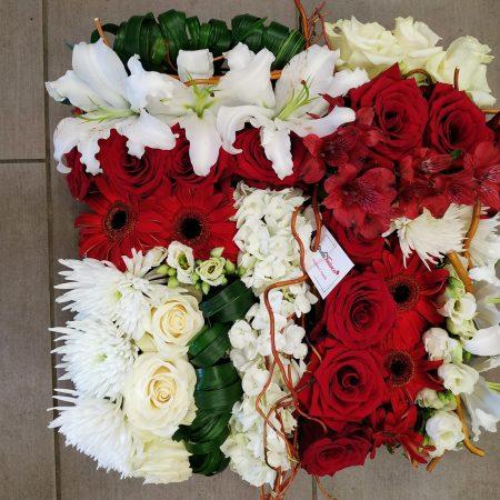 votre artisan fleuriste vous propose le bouquet : Coussin carré
