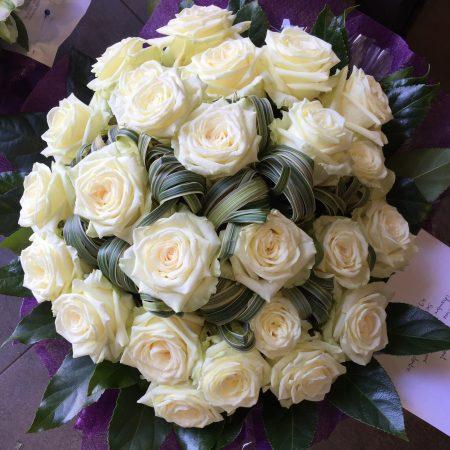 votre artisan fleuriste vous propose le bouquet : DEUIL EN FLEURS Bouquet de Roses blanches