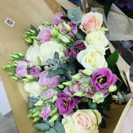 votre artisan fleuriste vous propose le bouquet : Bouquet lisianthus