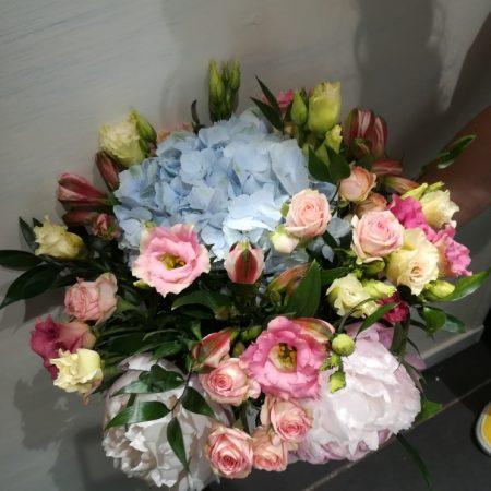 votre artisan fleuriste vous propose le bouquet : Bouquet rond fleurs variées