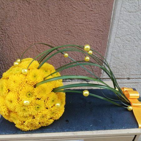 votre artisan fleuriste vous propose le bouquet : Le Soleil De Pâques À Table
