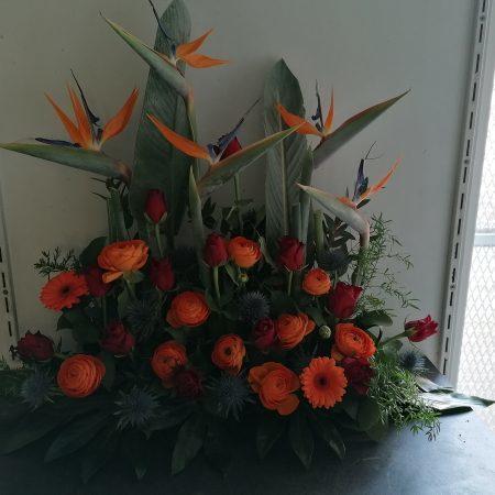 votre artisan fleuriste vous propose le bouquet : Devant de tombe grand modèle