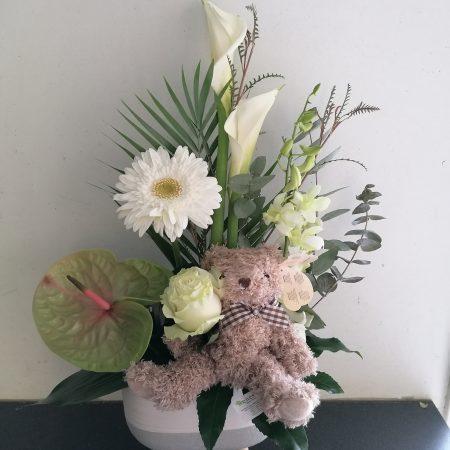 votre artisan fleuriste vous propose le bouquet : Composition naissance