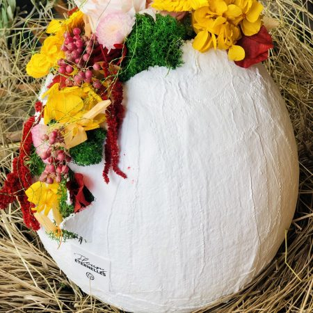 votre artisan fleuriste vous propose le bouquet : œuf de pâques en fleurs éternelles