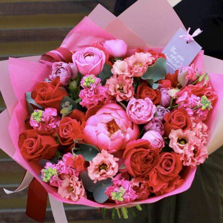votre artisan fleuriste vous propose le bouquet : Bouquet Créateur - Rouge - Rose et Fushia