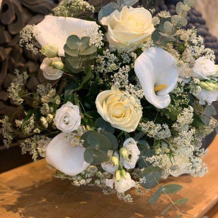 votre artisan fleuriste vous propose le bouquet : Bouquet De Fleurs Champêtre Blanc