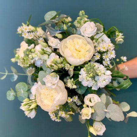 votre artisan fleuriste vous propose le bouquet : Bouquet du fleuriste blanc