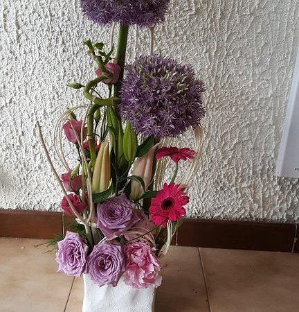 votre artisan fleuriste vous propose le bouquet : Bouquet original tons violets