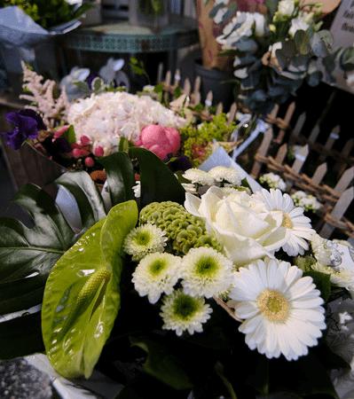 votre artisan fleuriste vous propose le bouquet : Bouquet du fleuriste tons blancs