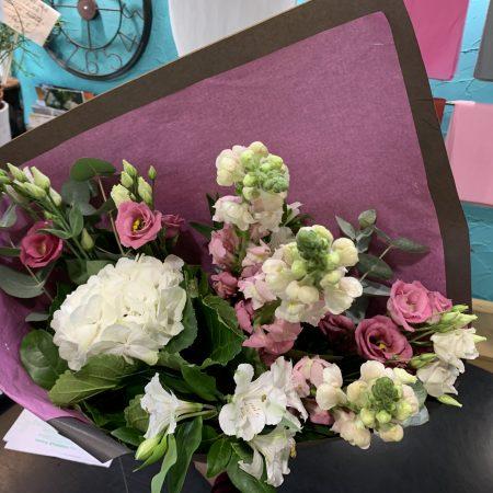 votre artisan fleuriste vous propose le bouquet : Bouquet De Saison Champêtre
