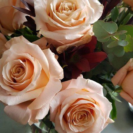 votre artisan fleuriste vous propose le bouquet : Bouquet De Roses Pêche Rosé