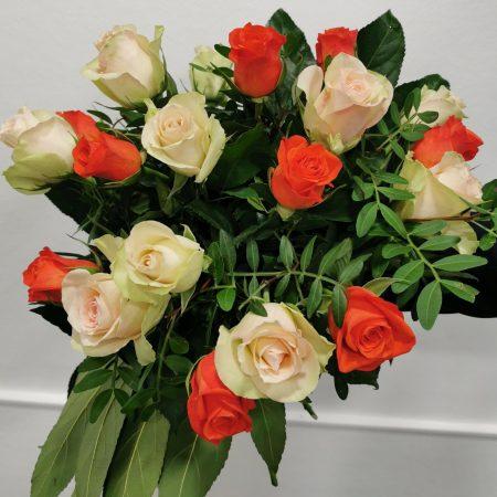 """votre artisan fleuriste vous propose le bouquet : Bouquet De Roses """"Petit Bouton"""" À L'Unité"""