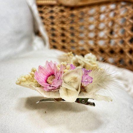votre artisan fleuriste vous propose le bouquet : Broche Intemporelle