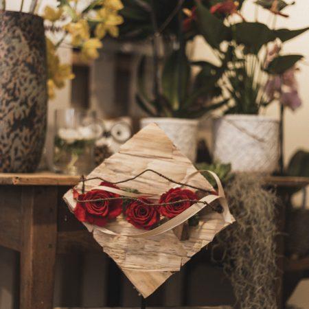 votre artisan fleuriste vous propose le bouquet : Structure fleurs stabilisées