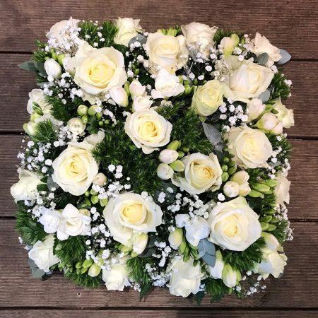 votre artisan fleuriste vous propose le bouquet : Gerbe Carré