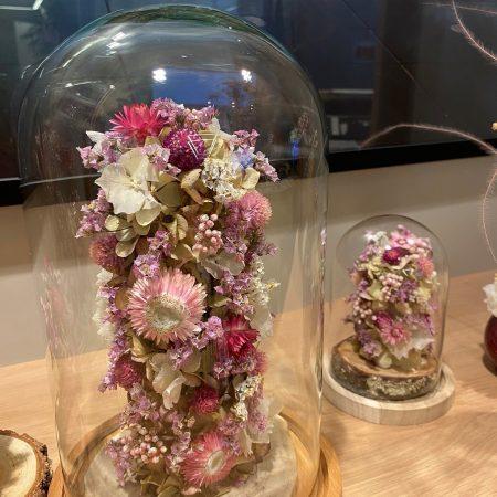 votre artisan fleuriste vous propose le bouquet : Cloche Intemporelle