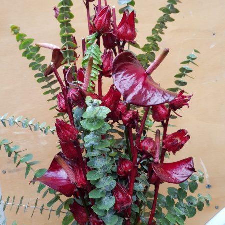votre artisan fleuriste vous propose le bouquet : Composition Haute Rouge