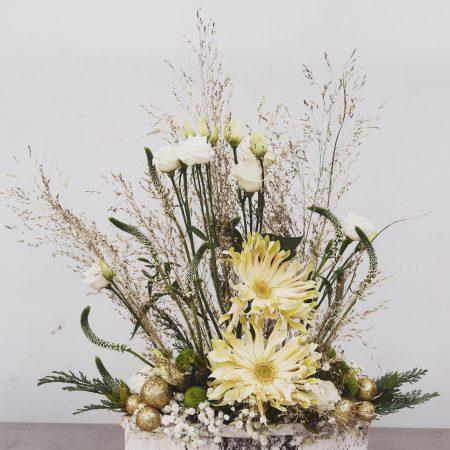 votre artisan fleuriste vous propose le bouquet : Composition en hauteur