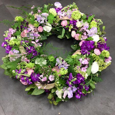 votre artisan fleuriste vous propose le bouquet : Couronne fleurie