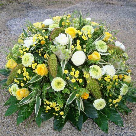 votre artisan fleuriste vous propose le bouquet : Coussin Lumière