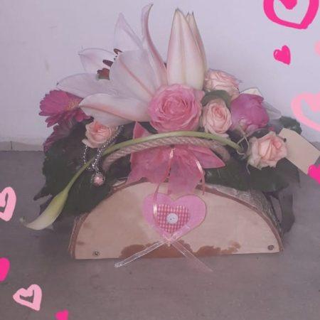 votre artisan fleuriste vous propose le bouquet : Le Sac A Main