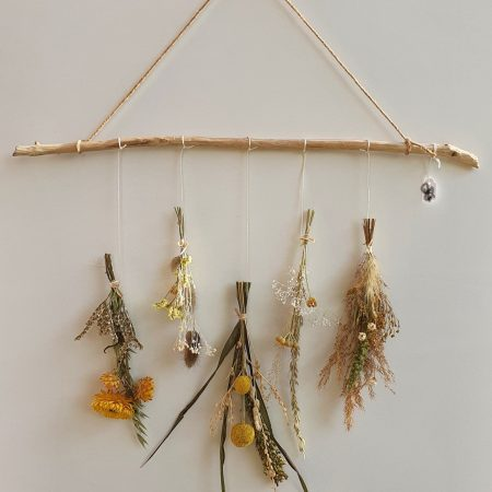 votre artisan fleuriste vous propose le bouquet : suspension de fleurs séchées