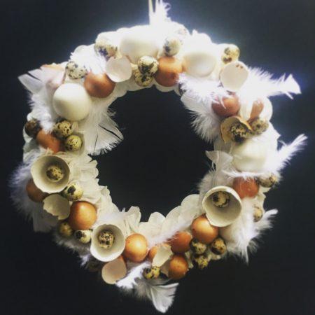 votre artisan fleuriste vous propose le bouquet : Couronne De Pâques